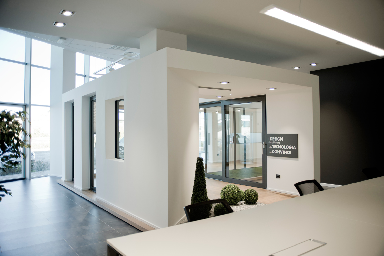 Esposizione serramenti brescia showroom infissi alluminio - Showroom porte e finestre ...